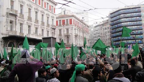 Φανατικοί ισλαμιστές γιορτάζουν ΠΑΡΑΝΟΜΑ τα γενέθλια του Μωάμεθ στο κέντρο της Αθήνας