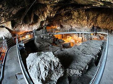 Στο φως πέτρινο τείχος ηλικίας 23.000 ετών!!!