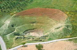 Θα ανοίξουμε το αρχαίο θέατρο Σικυώνας