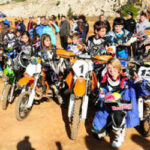 Κωφή πρωταθλήτρια έκανε μάθημα motocross σε παιδάκια