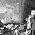 H ρακοσυλλέκτρια που έσωσε 30 μωρά απο κάδους σκουπιδιών
