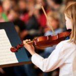 Ο παιδικός εγκέφαλος ωφελείται από το μάθημα μουσικής