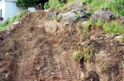 Ένας ιδιώτης κατέστρεψε… 500 μ. της αρχαίας Ιεράς Οδού στην Νάξο!Ένας άλλος… έκοψε την αρχαία Ιερά Οδό Αθηνών – Ελευσίνος…
