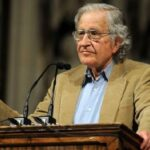 "Nόαμ Τσόμσκι: ""Υπάρχει οργανωμένο σχέδιο από ΕΕ και ΔΝΤ για διάλυση της Ελλάδας"""