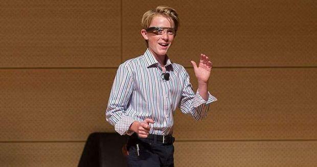 13χρονος φυσικός μιλάει για τον Θεό, τον Τέσλα και τα παράλληλα σύμπαντα