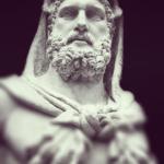 Ο γιος του Δία, ο Καλλίνικος Ηρακλής κατοικεί εδώ, μη μπαίνει λοιπόν κανένα κακό μέσα!