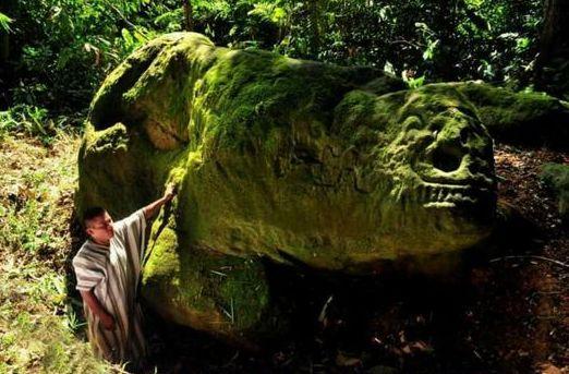 Το περίεργο πετρογλυφικό στην ζούγκλα του Περού