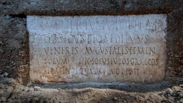 Η ταφική επιγραφή που απέδειξε ότι η Πομπηία έβλεπε θέατρο